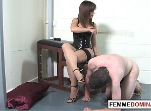 Leather domme footworshipped before queening