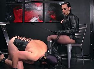 LEATHER OPERA GLOVED DOM-BOOTLICKER
