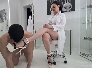 Doctor Dinah, Medical Clinic and Vibrating Foot